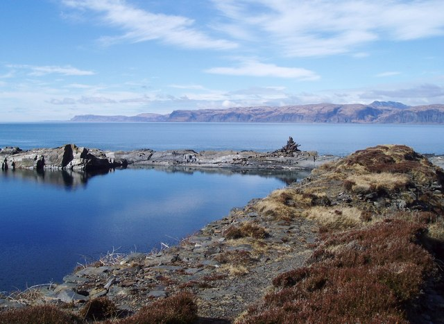 Flooded_slate_quarry_on_Easdale_-_geograph.org.uk_-_140356